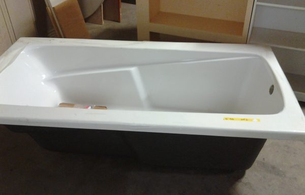 6′ Kohler Bathtub with Apron